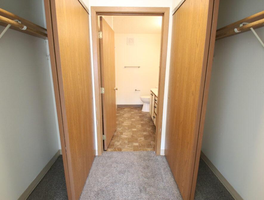 bed bath 1 hallway